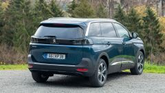 Nuova Peugeot 5008 2021, vista 3/4 posteriore