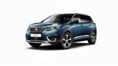 Nuova Peugeot 5008: guardandola da davanti appare massiccia ma non pesante