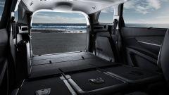 Nuova Peugeot 5008: i sedili della terza fila scompaiono sotto il pianale creando un piano di carico piatto