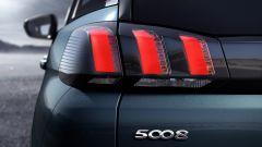 Nuova Peugeot 5008: le luci posteriori con il tipico disegno delle più recenti Peugeot
