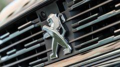 Nuova Peugeot 508 SW 2019 Allure: lo stemma Peugeot sulla calandra