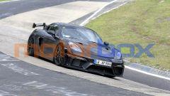 Nuova Porsche 718 Cayman GT4 RS: collaudi in pista per la sportiva tedesca