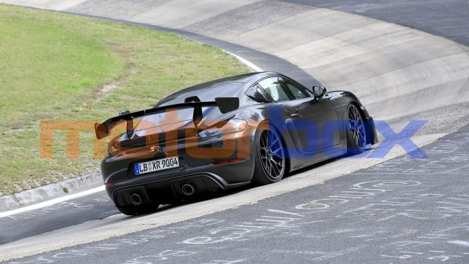 Nuova Porsche 718 Cayman GT4 RS: i test dei muletti al Nurburgring
