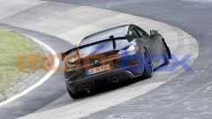 Nuova Porsche 718 Cayman GT4 RS: il doppio tubo di scarico e l'estrattore posteriore