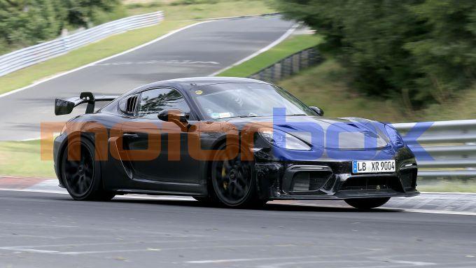 Nuova Porsche 718 Cayman GT4 RS: mai una Cayman così sportiva fino a oggi