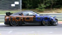 Nuova Porsche 718 Cayman GT4 RS: stile inconfondibile per la due posti di Zuffenhausen