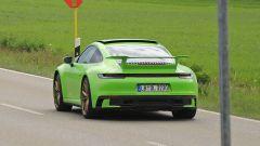 nuova Porsche 911 992 con mega spoiler