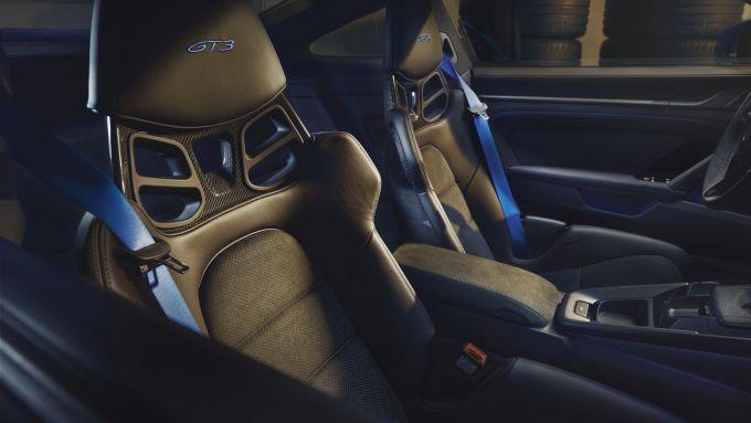 Nuova Porsche 911 GT3: i sedili opzionali con guscio in fibra di carbonio