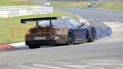 """Nuova Porsche 911 GT3 RS, al 'Ring in formato """"beast mode"""". Le foto spia - Immagine: 7"""