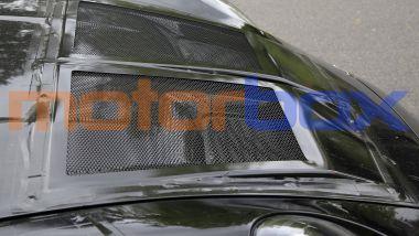 Nuova Porsche 911 GT3 RS: gli estrattori d'aria nel cofano anteriore