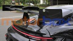 Nuova Porsche 911 GT3 RS: l'enorme spoiler posteriore