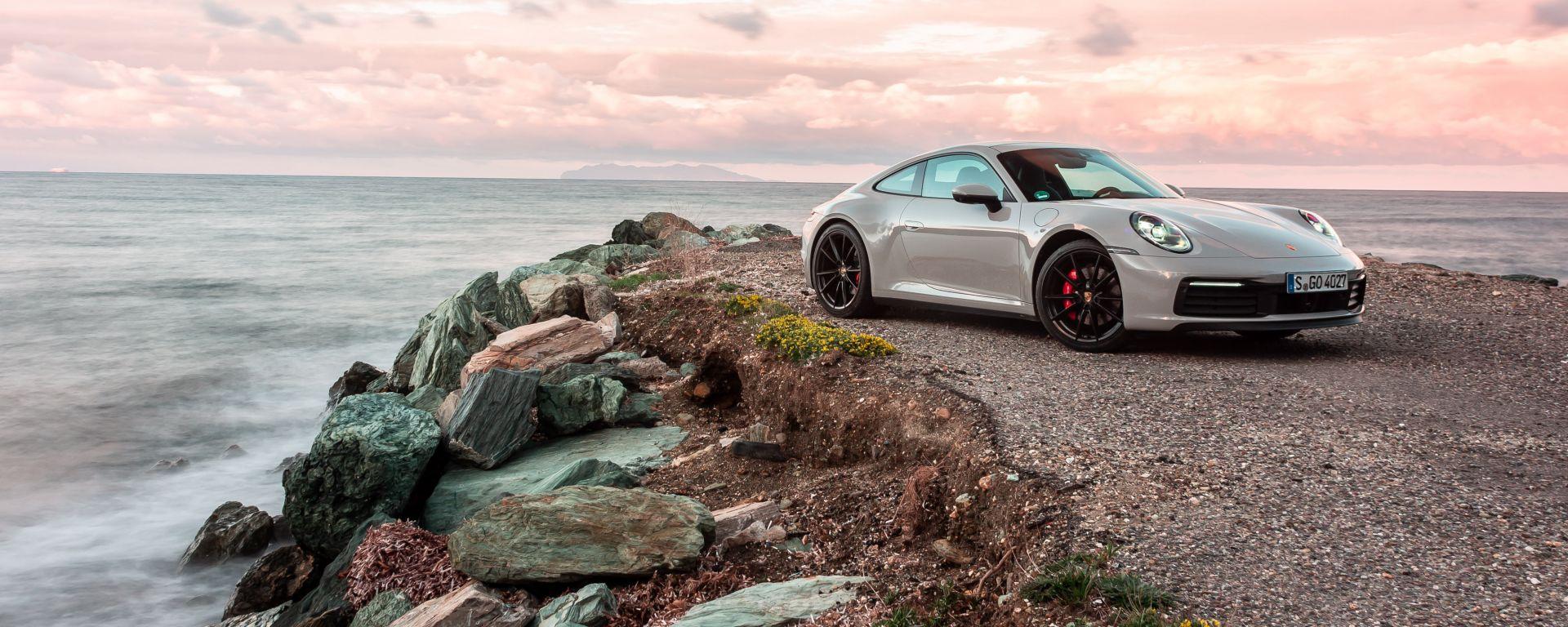 Nuova Porsche 911 Carrera: non è mai stata cosi bella, anche se...