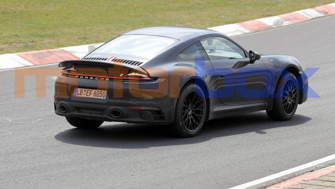 Nuova Porsche 911 Safari: la Casa tedesca prepara una versione crossover della sua sportiva