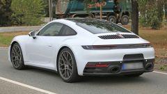 Nuova Porsche 911: in blu e in rosso, senza veli al 'Ring - Immagine: 11
