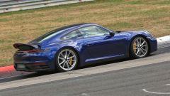 Nuova Porsche 911: in blu e in rosso, senza veli al 'Ring - Immagine: 5