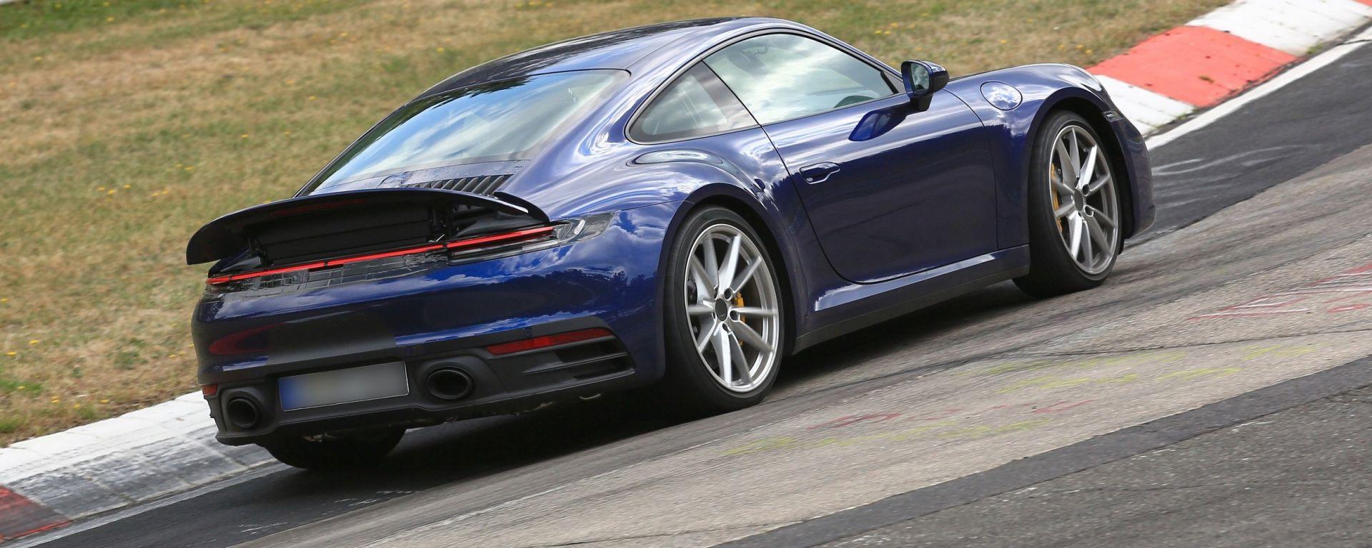 Nuova Porsche 911: in blu e in rosso, senza veli al 'Ring