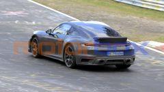 Nuova Porsche 911 Sport Classic: l'inconfondibile linea della 911 attuale, ma con lo spoiler a coda d'anatra dietro