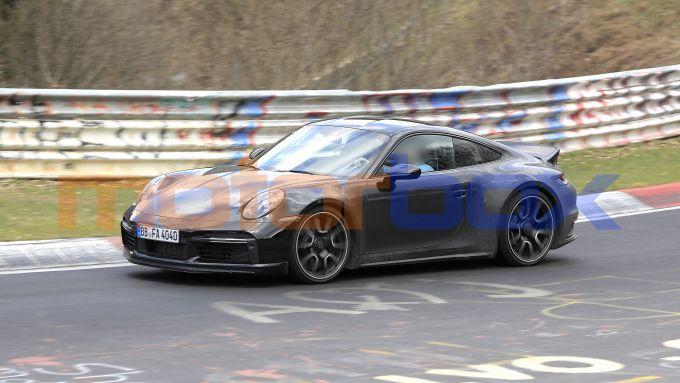 Nuova Porsche 911 Sport Classic: omaggio all'iconica 911 Carrera 2.7 RS anni '70