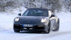 Nuova Porsche 911 targa 2020: la vista frontale ci mostra i fari a LED