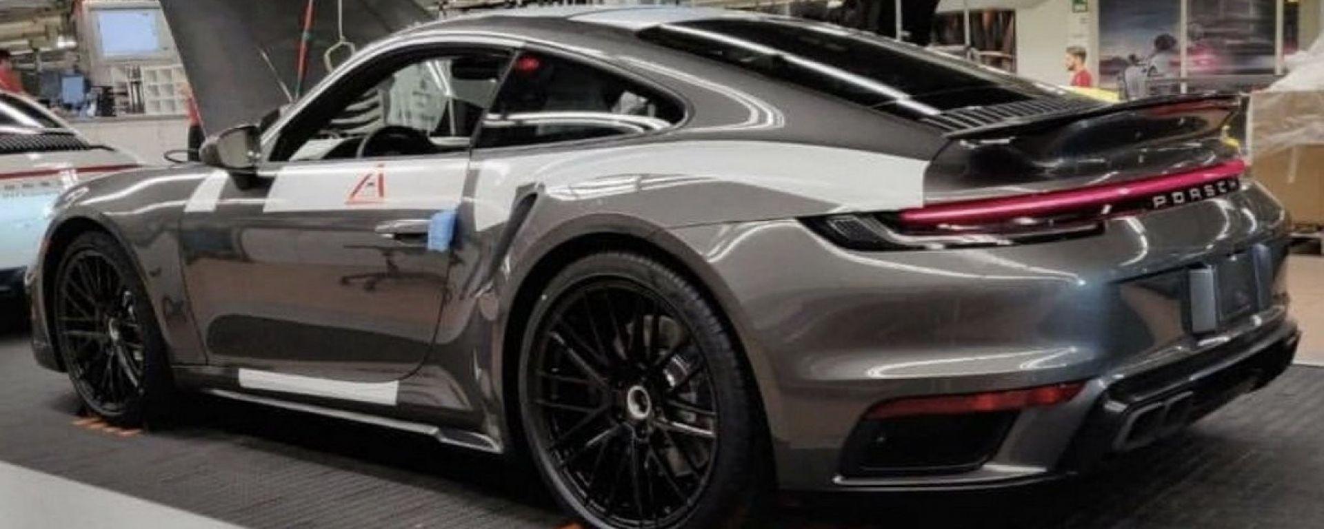 Nuova Porsche 911 Turbo 992: la foto sfuggita in rete