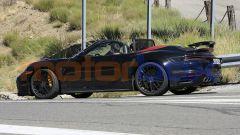 Nuova Porsche 911 Turbo Cabrio 2020 a capote aperta: una foto spia