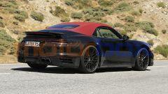 Nuova Porsche 911 Turbo Cabrio 2020, vista 3/4 posteriore