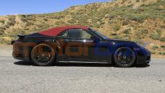 Nuova Porsche 911 Turbo Cabrio 2020, vista laterale