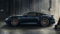 Nuova Porsche 911 Turbo, la fiancata