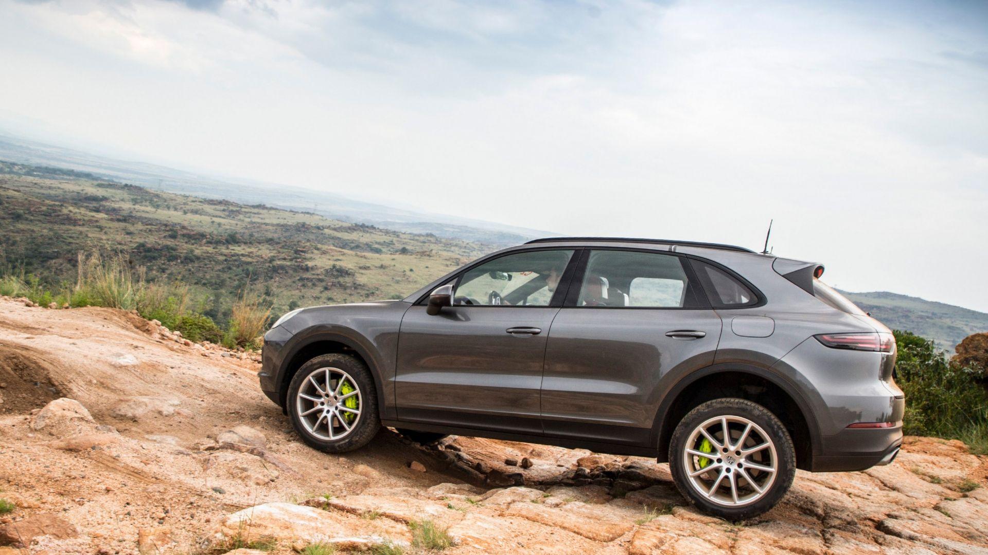 Nuova Porsche Cayenne E Hybrid Suv Ibrido 2018 Prezzo
