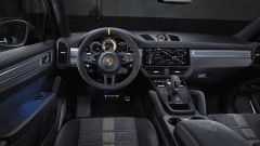 Nuova Porsche Cayenne Turbo GT: l'abitacolo sportivo