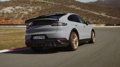 Nuova Porsche Cayenne Turbo GT: visuale di 3/4 anteriore