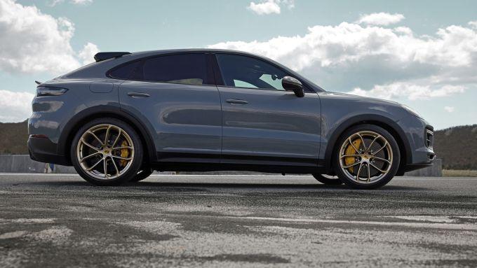 Nuova Porsche Cayenne Turbo GT: visuale laterale