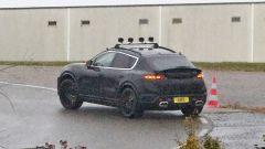 Nuova Porsche Macan EV: piccolo spoiler attivo sul posteriore per migliorare l'aerodinamica