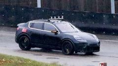 Nuova Porsche Macan EV: pizzicato il muletto durante i collaudi