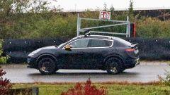 Nuova Porsche Macan EV: profilo da SUV coupé
