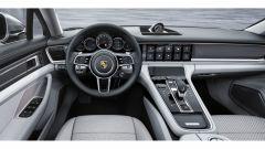 Nuova Porsche Panamera 2017 - Il nuovo infotainment comprende una serie di app, per farsi guidare al posteggio o al benzinaio pi