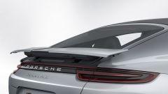 Nuova Porsche Panamera 2017 - Lo spoiiler della Turbo non solo si solleva ma si allarga