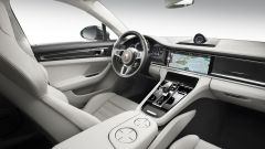 Nuova Porsche Panamera 2017 - Lo stile dell'abitacolo è stato rivisto ma non stravolto, sempre più simile a quello della 911