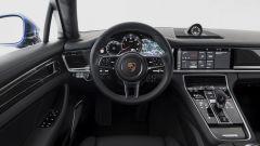 Nuova Porsche Panamera 2017 - L'ultima release dell'infotainment Porsche si mostra su uno schermo da 12,3 pollici annegato al ce