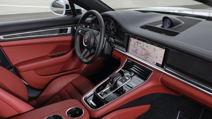 Nuova Porsche Panamera 2021: i nuovi interni della versione Turbo S