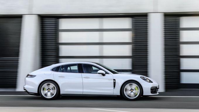 Nuova Porsche Panamera 2021: la versione 4S E-Hybrid plug-in