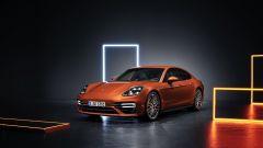 Nuova Porsche Panamera 2021: la versione Turbo S vista di 3/4 anteriore