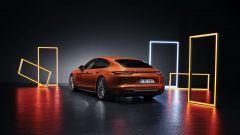 Nuova Porsche Panamera 2021: la versione Turbo S vista di 3/4 posteriore