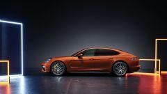Nuova Porsche Panamera 2021: la versione Turbo S vista laterale
