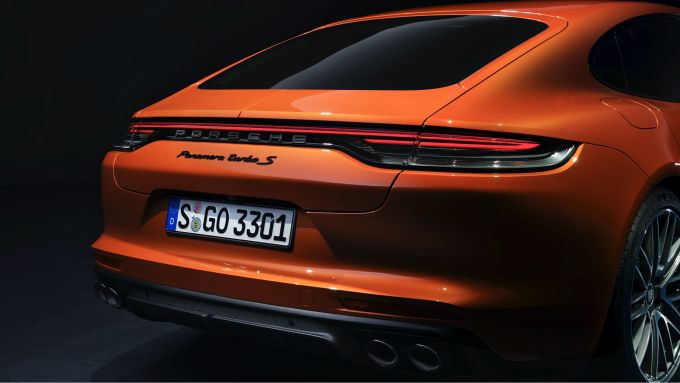 Nuova Porsche Panamera 2021: le nuove luci posteriori