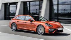 Nuova Porsche Panamera 2021: visuale di 3/4 anteriore
