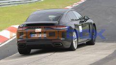 Nuova Porsche Panamera: cambia un po' fuori e dentro ma non la gamma motori