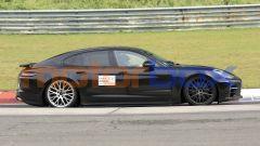 Nuova Porsche Panamera: fotografato il muletto al Nurburgring