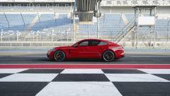 Nuova Porsche Panamera GTS: elogio al V8 in chiave sportiva - Immagine: 5