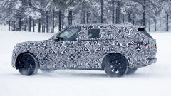 Nuova Range Rover LWB: stile inconfondibile anche se camuffata